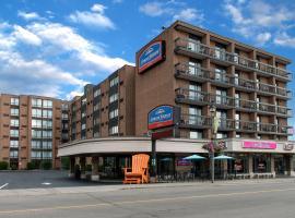 Howard Johnson Plaza by Wyndham by the Falls Niagara Falls,位于尼亚加拉瀑布的酒店