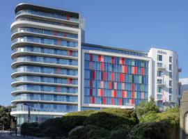 伯恩茅斯希尔顿酒店,位于伯恩茅斯的酒店