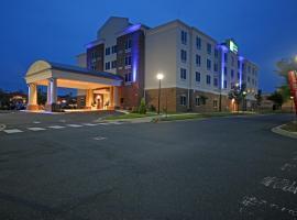 北夏洛特智选假日套房酒店,位于夏洛特的酒店