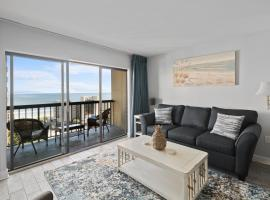 Cottage By the Sea! Renovated Condo with Ocean Views!,位于默特尔比奇的公寓
