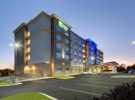 Holiday Inn Express & Suites - Charlotte Southwest, an IHG Hotel,位于夏洛特的酒店