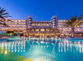 康斯坦丁诺雅典娜海滩酒店,位于帕福斯的酒店