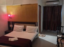 HOTEL S K PALACE,位于马哈巴莱斯赫瓦尔的酒店