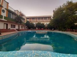 Dwarkadhish Residency,位于马哈巴莱斯赫瓦尔的酒店