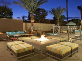 圣地亚哥大使谷汉普顿酒店,位于圣地亚哥的酒店