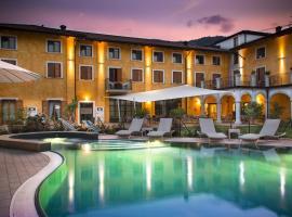 阿尔弗兰托伊奥加尼酒店,位于阿科的酒店