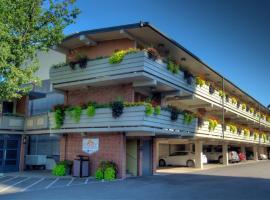 瀑布旅程住宿式酒店,位于尼亚加拉瀑布的酒店