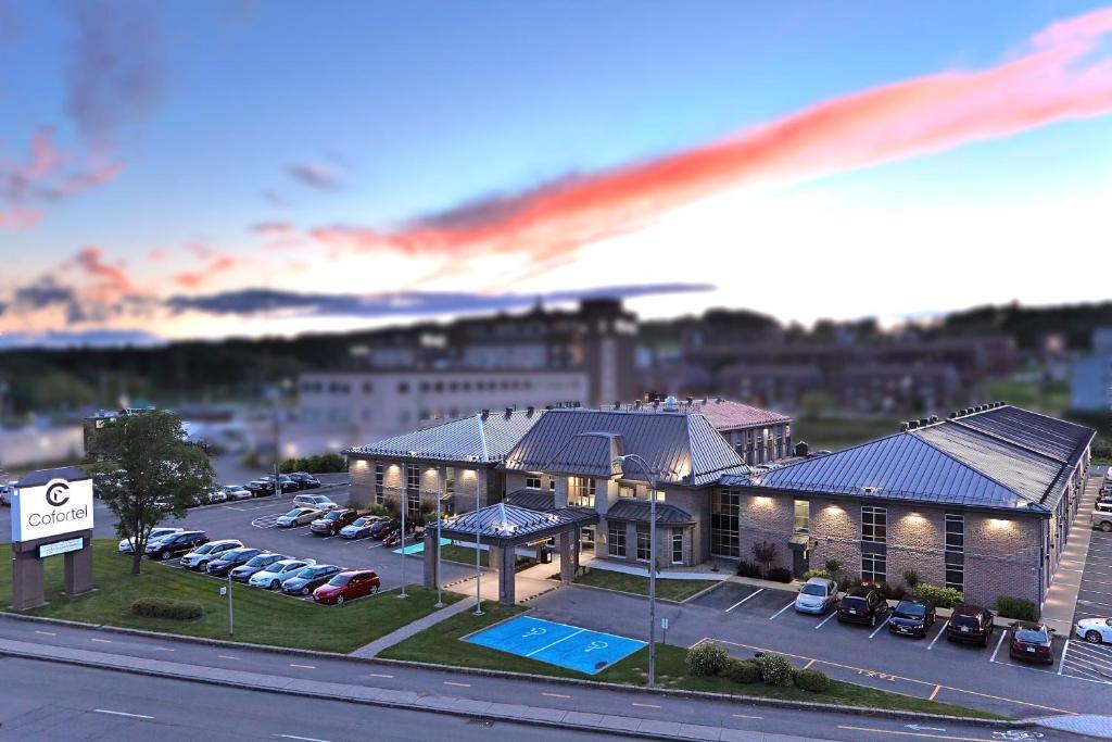 科夫特尔酒店内部或周边泳池景观