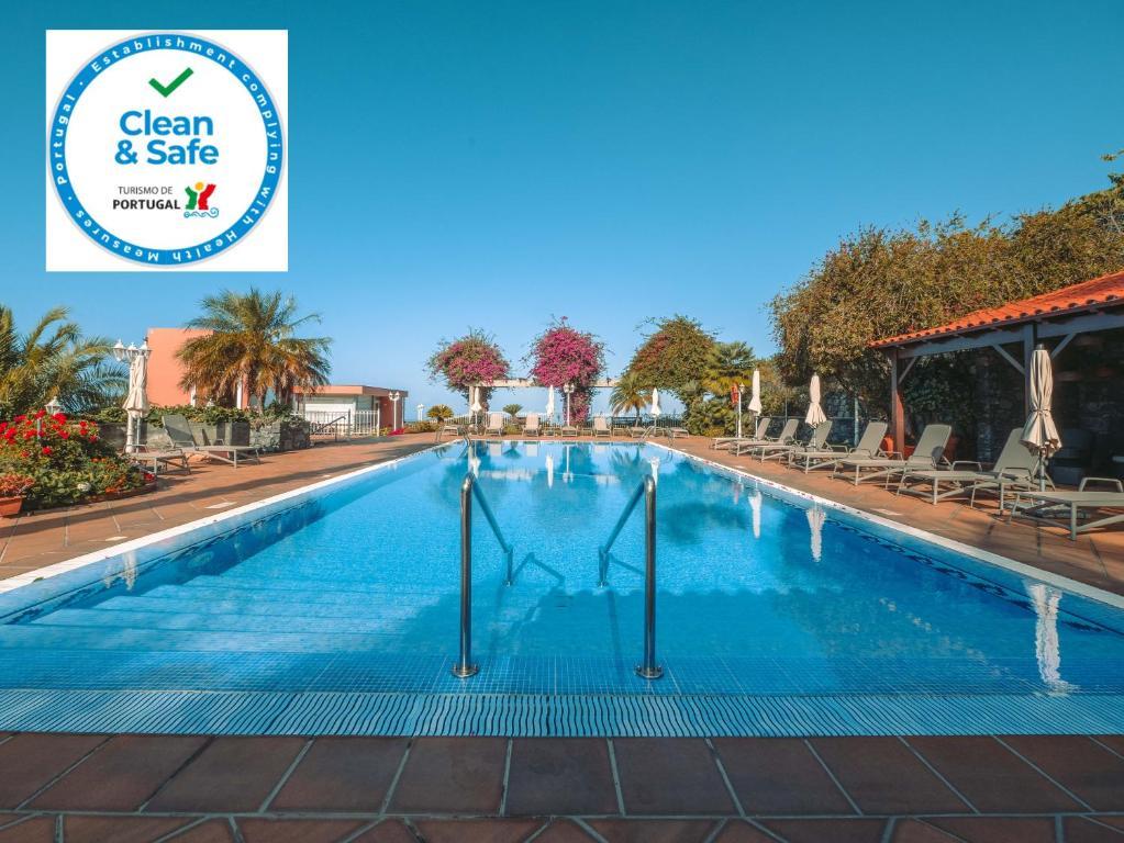海洋花园酒店内部或周边的泳池