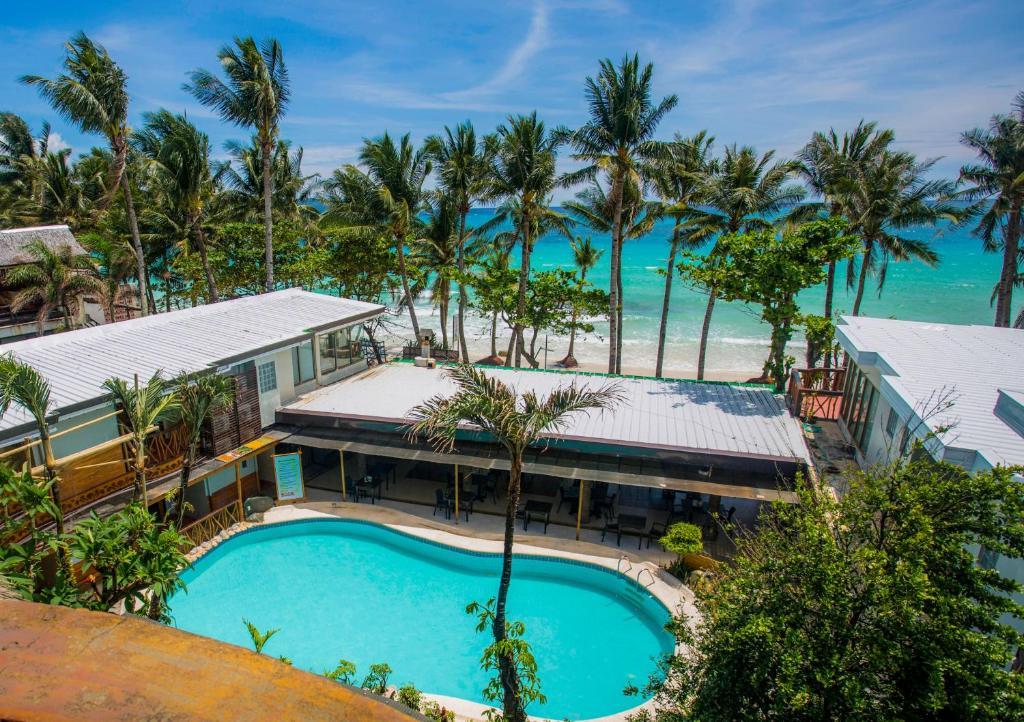 长滩岛红椰子海滩酒店内部或周边泳池景观