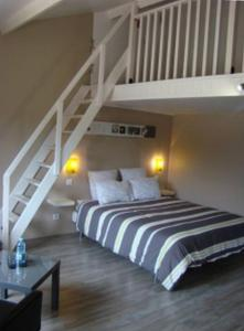 LB艾特LB酒店客房内的一张或多张床位