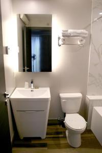 M蒙特利尔旅馆的一间浴室