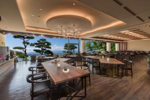 秀峰阁 湖月餐厅或其他用餐的地方