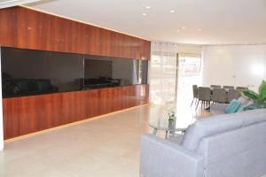 Renovated 3 Bedroom - Residence with Pool next the Beach