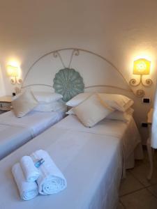 索尔根特酒店客房内的一张或多张床位