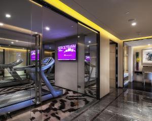 深圳四季酒店的健身中心和/或健身设施