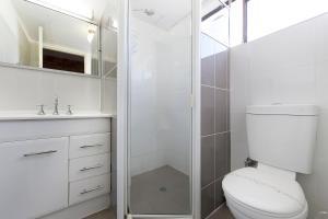 达博市康福特茵酒店的一间浴室