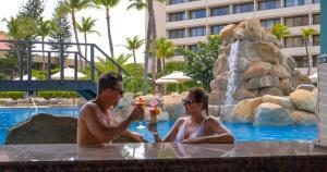 巴塞罗阿鲁巴全包度假酒店内部或周边的泳池