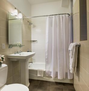 塞顿酒店的一间浴室