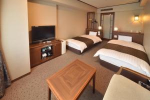 多美迎PREMIUM小樽酒店客房内的一张或多张床位
