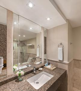 和南恩花园度假酒店的一间浴室