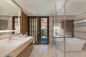 和南恩泻胡度假酒店的一间浴室