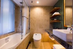 海兰德水疗度假酒店的一间浴室