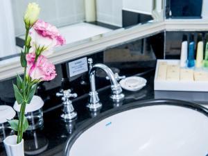 厦门马哥孛罗东方大酒店(Happy 767th Birthday)的一间浴室