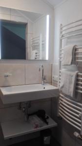 嘎斯霍夫豪斯普酒店的一间浴室