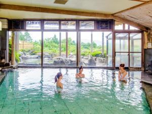 箱根绿色广场酒店内部或周边的泳池
