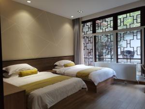 青城山圆明宫客房内的一张或多张床位