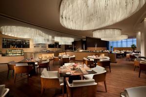 天津海河悦榕庄餐厅或其他用餐的地方