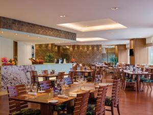 重庆凯宾斯基酒店餐厅或其他用餐的地方