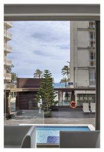 Hotel Mariner内部或周边的泳池