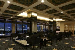 富士河口湖温泉湖南庄酒店餐厅或其他用餐的地方