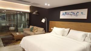 重庆北欧森林艺术酒店客房内的一张或多张床位