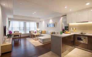 重庆盛捷长江服务公寓的厨房或小厨房