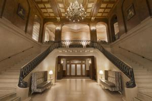 费尔蒙特莱沙托夫隆特纳克酒店大厅或接待区