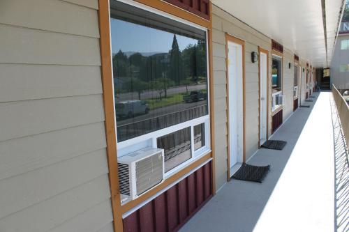 雷德福德汽车旅馆的阳台或露台