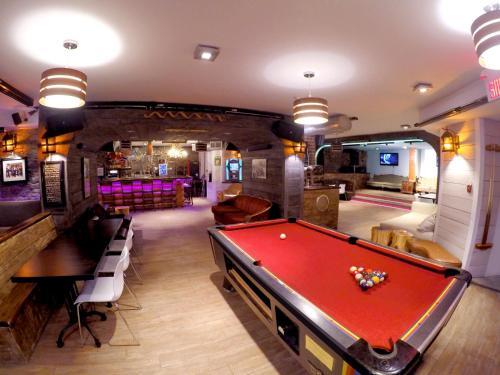M蒙特利尔旅馆内的一张台球桌