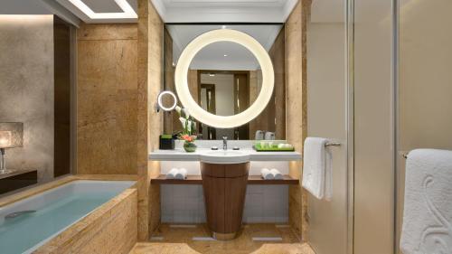 重庆凯宾斯基酒店的一间浴室
