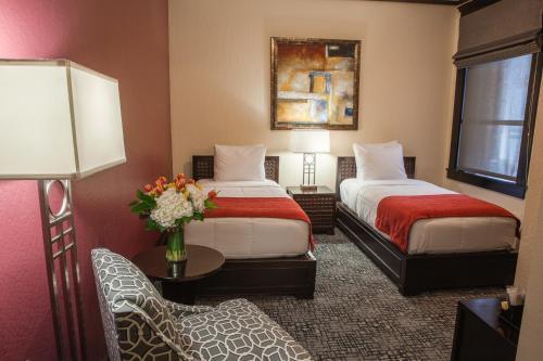 C二融合酒店客房内的一张或多张床位