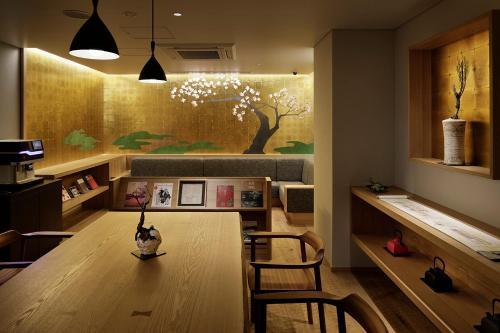 京都河原町三条瑞索酒店餐厅或其他用餐的地方