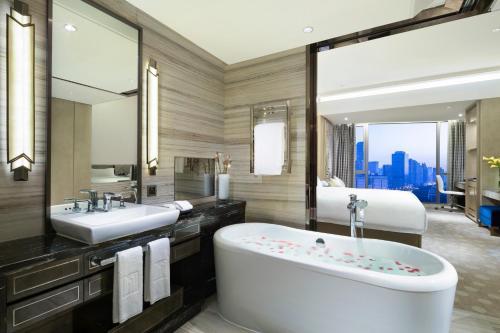 上海千禧海鸥大酒店的一间浴室