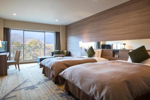 富士豪景酒店客房内的一张或多张床位