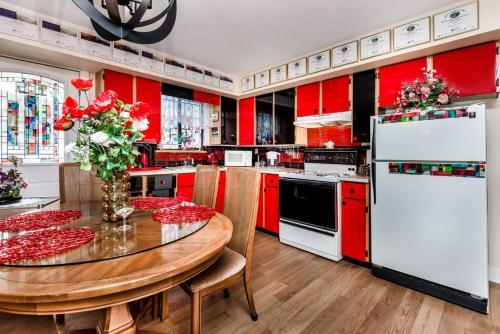 戴安娜豪华住宿加早餐酒店的厨房或小厨房