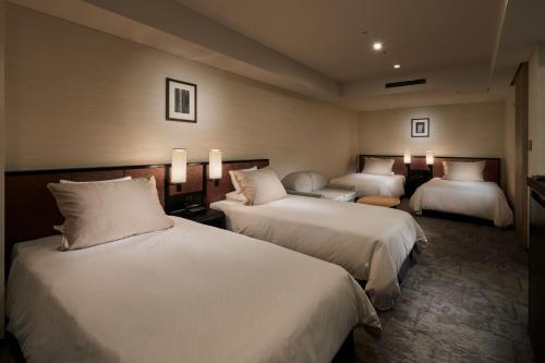 京都格兰比亚大酒店客房内的一张或多张床位