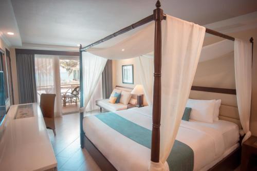 长滩岛华文酒店客房内的一张或多张床位