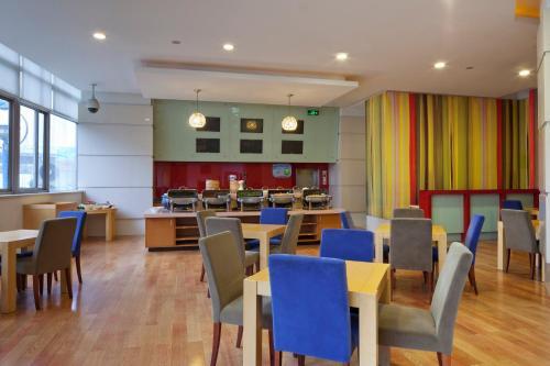 上海北方智选假日酒店餐厅或其他用餐的地方