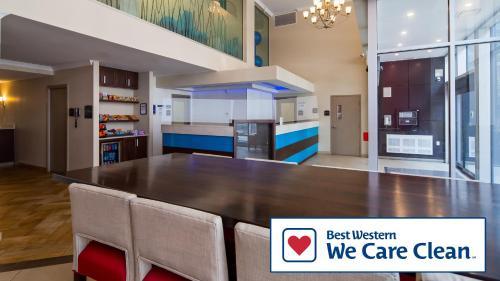 蒙特利尔贝斯特韦斯特优质酒店的厨房或小厨房